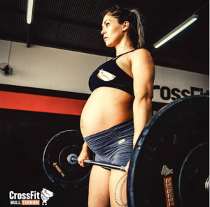 Luana Joplin pregnant weightlifting