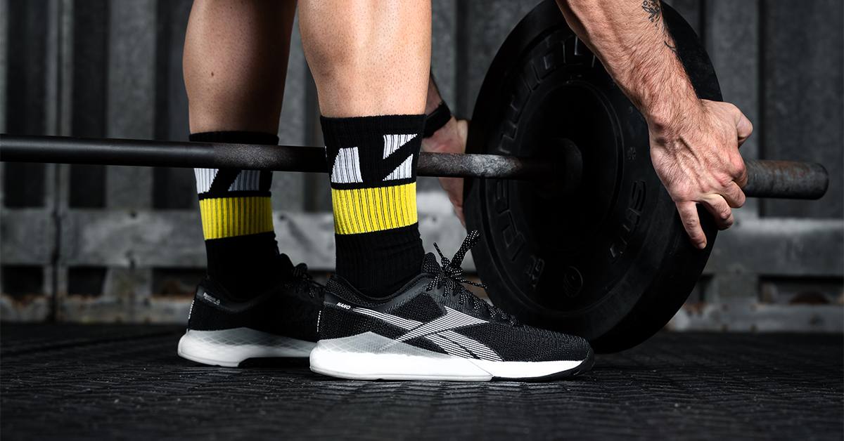 male athlete loading barbell